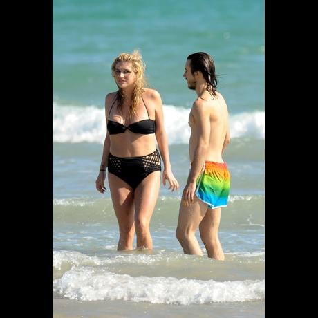 Ke$ha Looks Very Different in a Bathing Suit  Ke$ha Looks Ver...